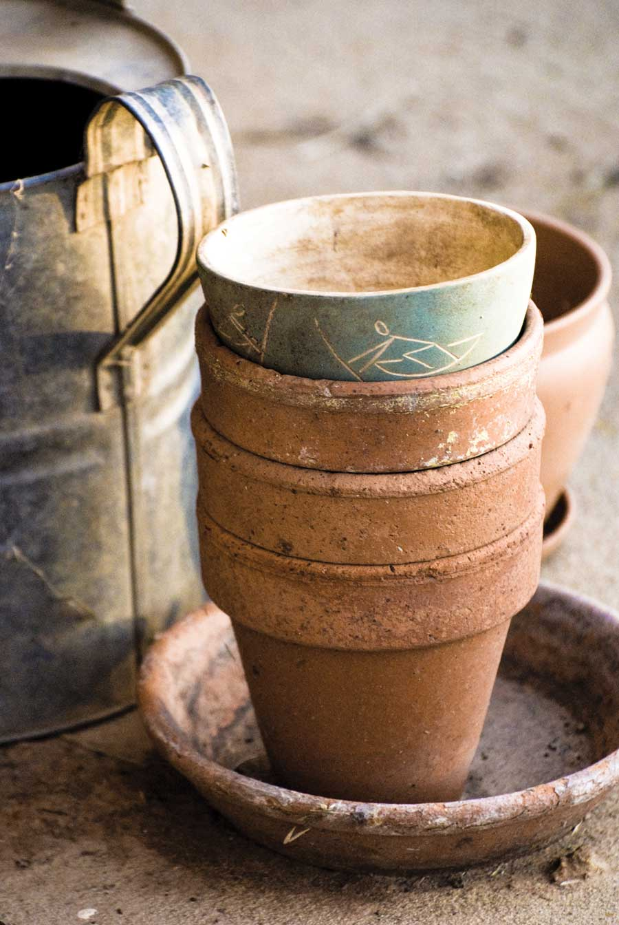 NH-MJ10-stacked-terracotta-pots