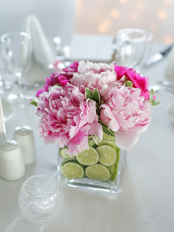 Vase-Centerpiece-Filled-With-Fresh-Flowers-And-Lime-Slices