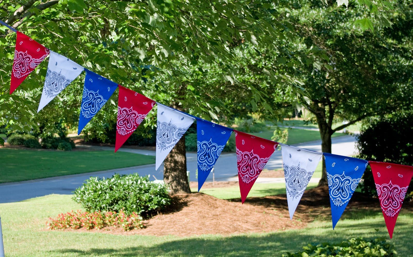 July 4th DIY- Easy Patriotic Bandana Decor table cloth banner napkins party decor bbq6