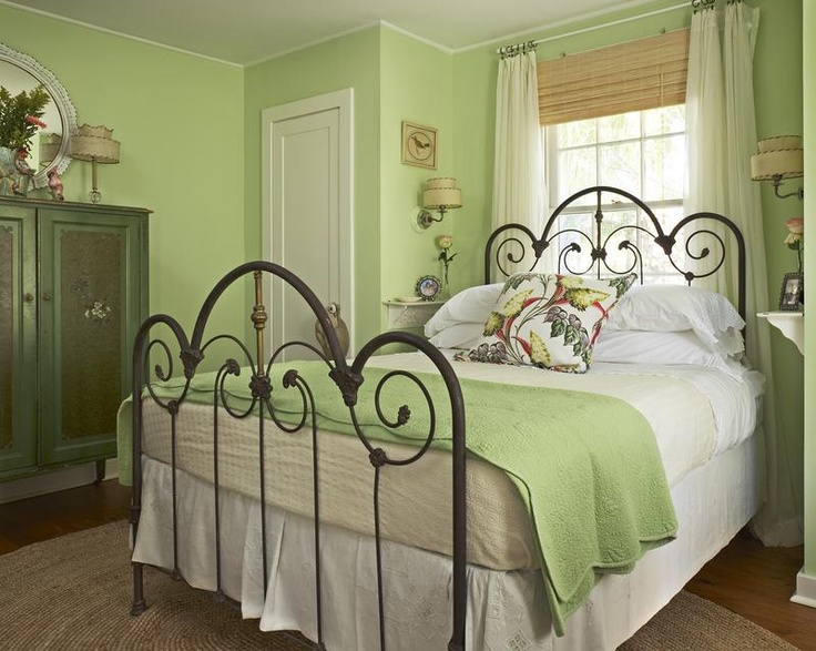 Apple green summer s hottest hue better housekeeper for Apple green living room ideas