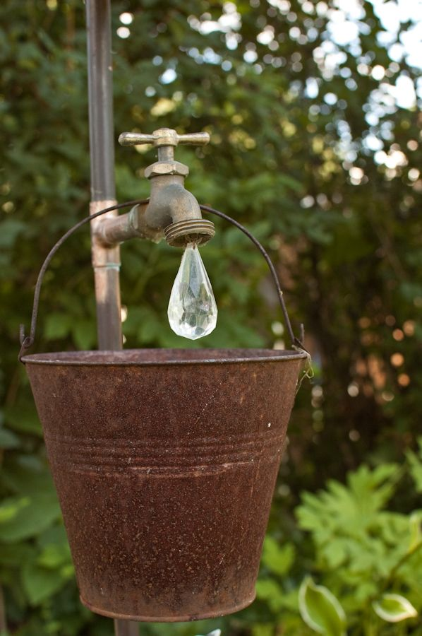 garden sculptures flowerbed spheres wire grapevines bucket decor vegetables flowers backyard3