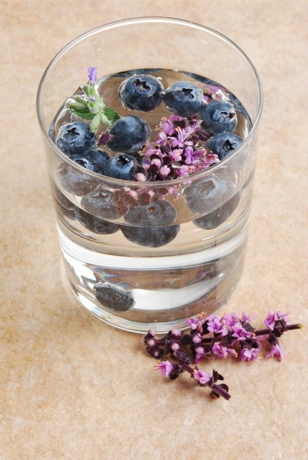 how to make infused water blueberries lavender healthy citrus lemon strawberries diet