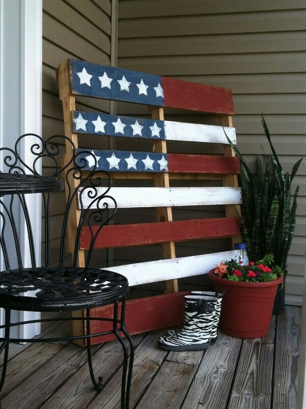 Celebrate Independance Day with these Patriotic Porch Decor Ideas flags diy budget shutter tissue paper firecrackers flowers pillows plants accessories party bbq get together patriotic july 4th4