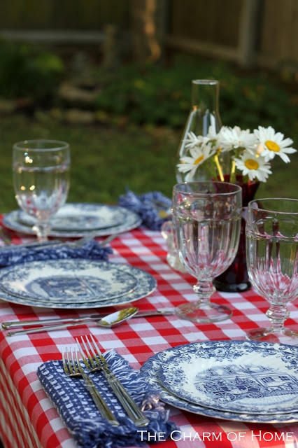 Get Inspired- Take a Look at These 10 Patriotic Outdoor Tables lantered checkered plaid navy napkins rustic diy easy budget9