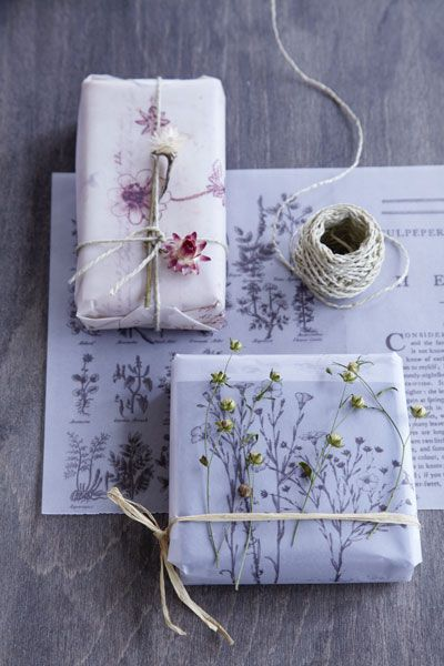 DIY - 10 Ways to Use Pressed Flowers candles gifts decor art wall art easy diy2