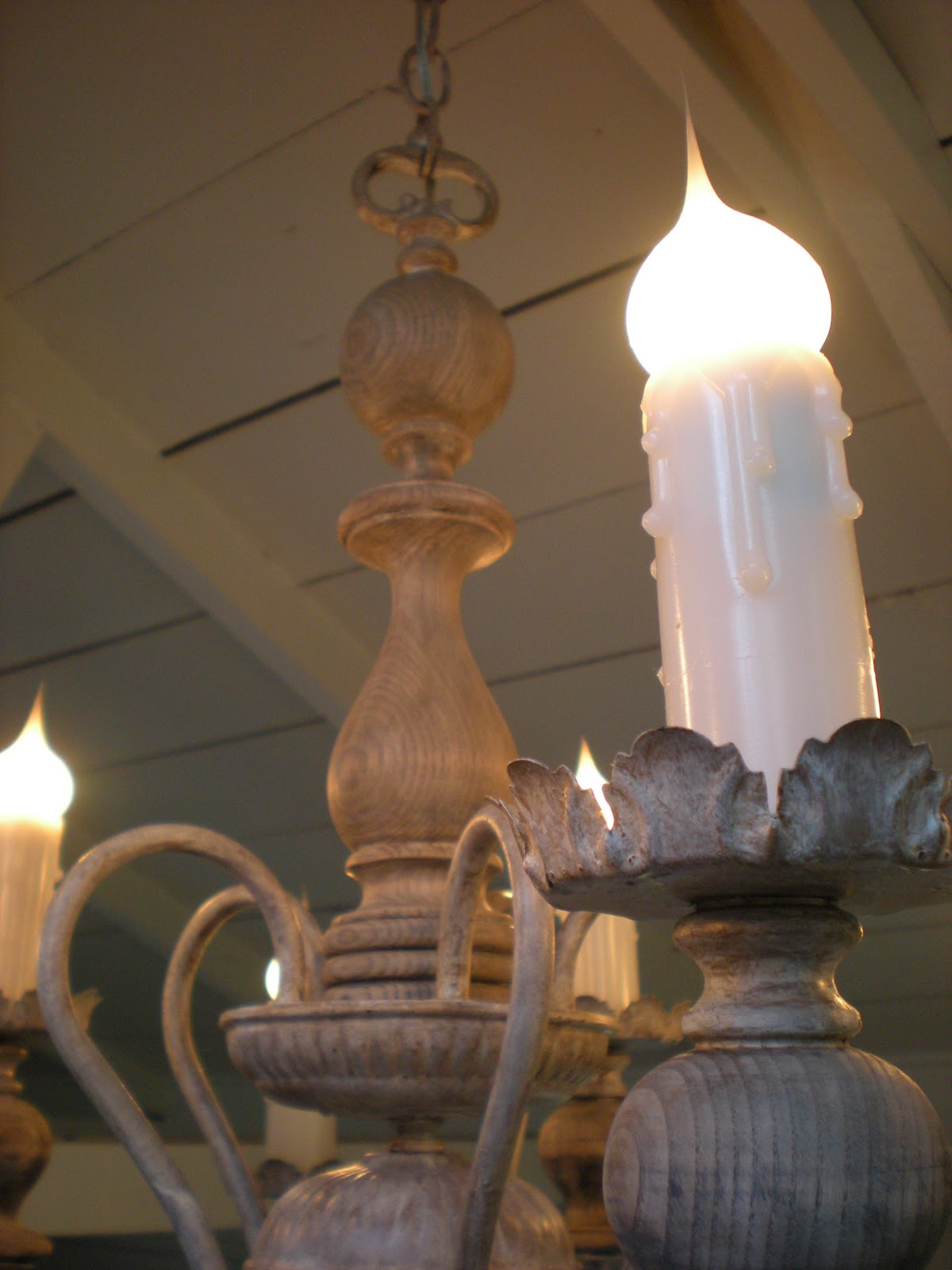 DIY: Make This Gorgeous Old World Lamp! spray paint antique thirft store budget7
