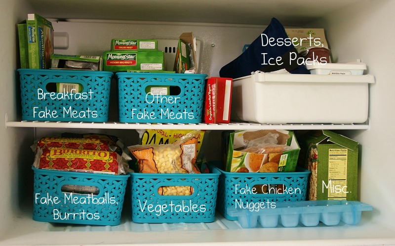 How to Declutter Your Freezer! containers cleaning baking soda organize frozen food4