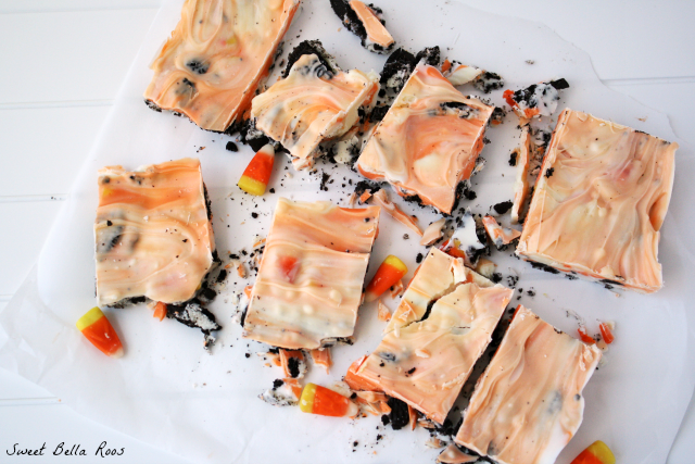 Halloween Treats- Candy Corn Cookie Bark oreo chocolate white halloween fall treat1