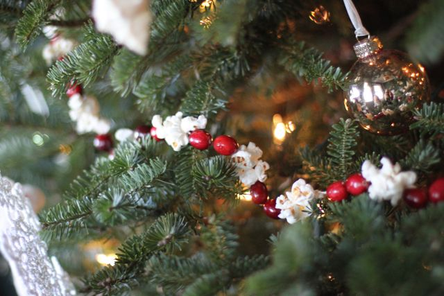 10 Rustic Christmas Decor Ideas You Can Recreate on the Cheap10