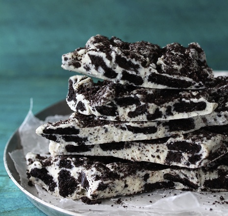 Easy Cookies and Cream Oreo Bark14