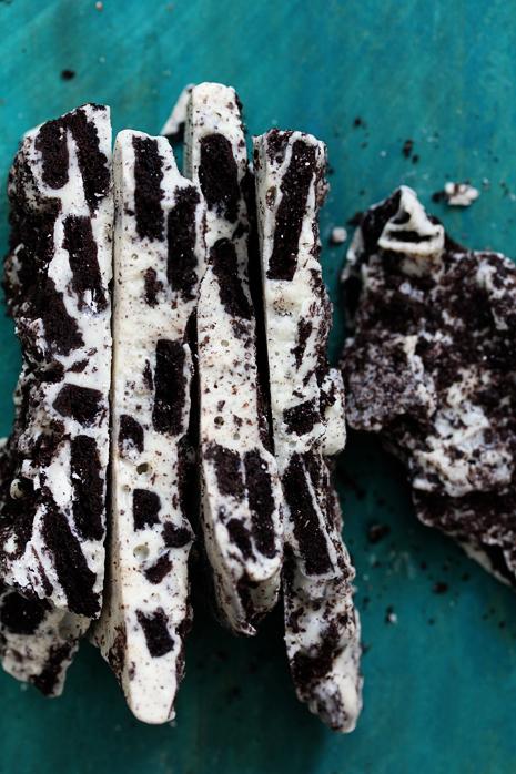 Easy Cookies and Cream Oreo Bark16