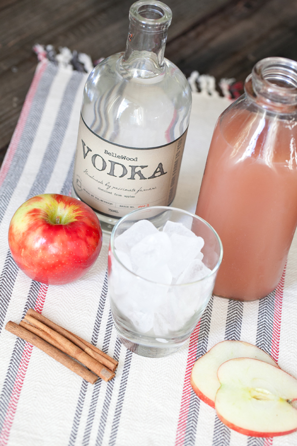 Homemade Apple Cider Cocktail cinammon apples fall autumn vodka2