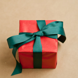 How to Wrap the Perfect Christmas Gift19