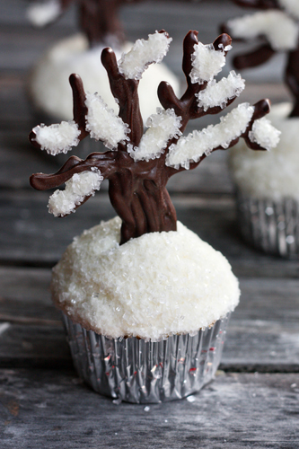 Let it snow, let it snow, let it snow! Easy Snowy Tree Cupcakes10