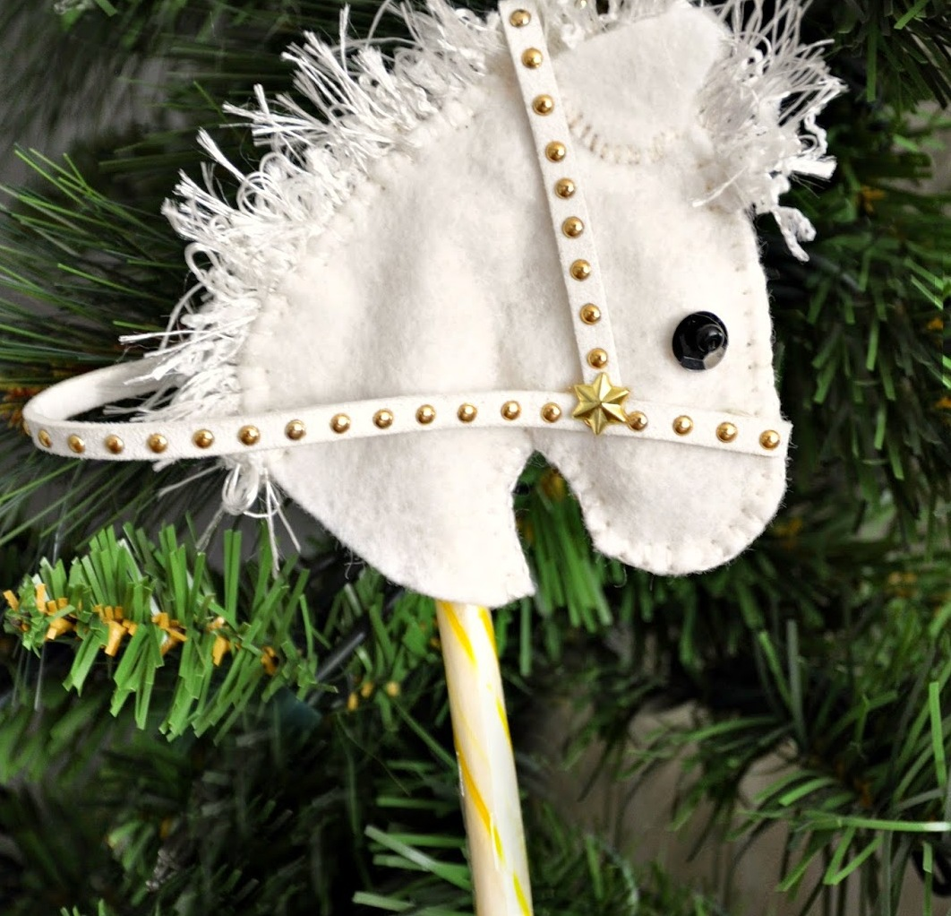 Make This Super Cute Candy Cane Horse Head Ornament! No Sewing!11