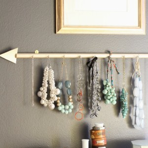 Make This Arrow Jewellery Holder for Under $10! budget cheap organizing easy craft dowel rod wood paint9