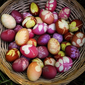 How to Decorate Easter Eggs Using Herbs and All-Natural Vegetable Dyes!2