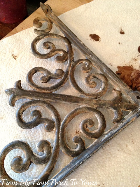 Shabby Chic DIY: Make Your Brand New Iron Brackets Old and Rusty6