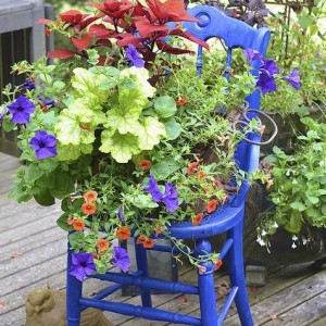 Gardening DIY: Turn a Thrift Store Chair Into a Cute Shabby Chic Inspired Planter! spring mother's day craft project gardening easy plants flowers gift present poem sugar hero cheap budget pinterest do it yourself garage sale4