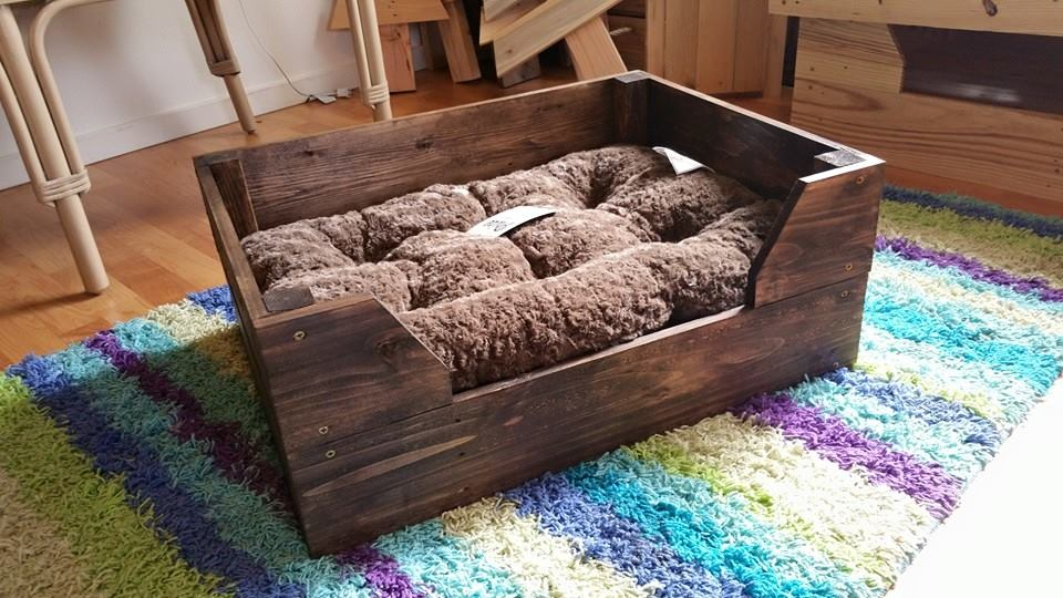 pallet diy dog bed