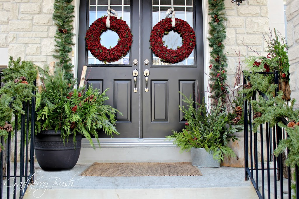 christmas-curb-appeal-holiday-decorating-ideas