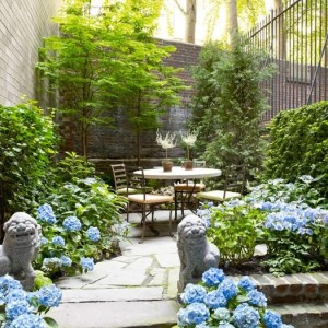pretty-statues-in-garden-backyard-landscaping-ideas