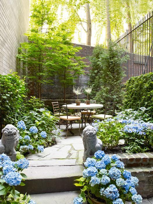 pretty-statues-in-garden-backyard-landscaping-ideas