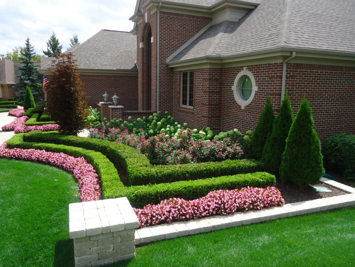 Prepare your yard for spring with these easy landscaping for Front lawn garden design