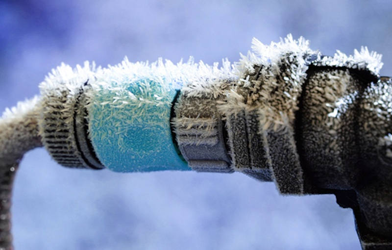 how to avoid frozen pipes in the winter