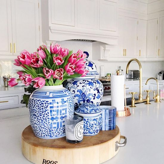 pretty chinoiserie vases kitchen decorating ideas