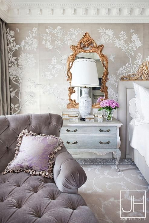 pretty-gold-mirror-bedroom-chinoiserie-metallic-wallpaper