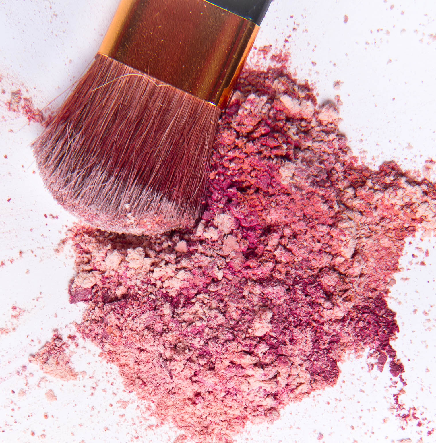 How to Clean Makeup Stains from Lipstick to Nailpolish eyeshadow face oil concealer1