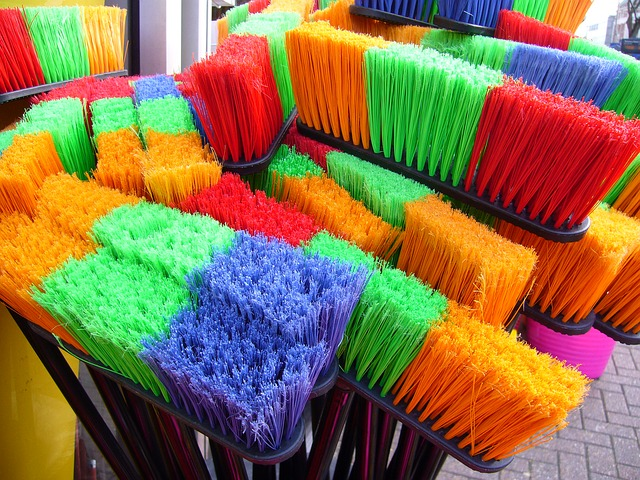 choosing the right broom push synthetic corn cleaning kitchen livingroom floor hardwood