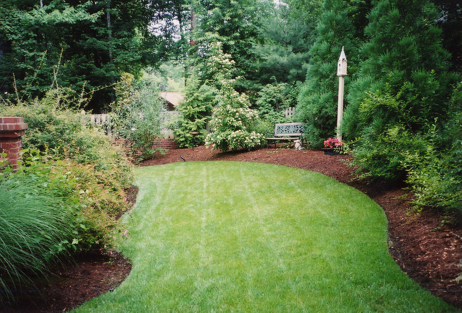 how to apply mulch garden compost bark wood clippings leaves plants flowers shrubs trees