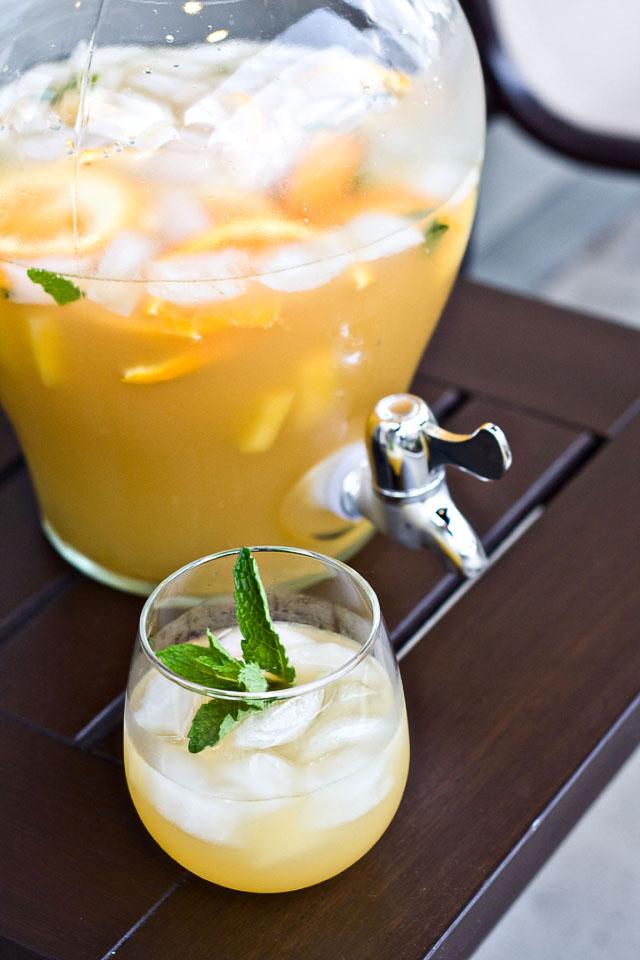 spiked sangria recipes party bbq fruit kiwi orange champagne fizzy7
