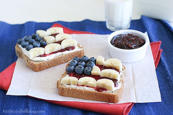 Easy Breakfast! July 4th Fruit Toast with Creamcheese and Jam breakfast brunch patriotic blueberries raspberry jam bananas cream cheese healthy filling kids2