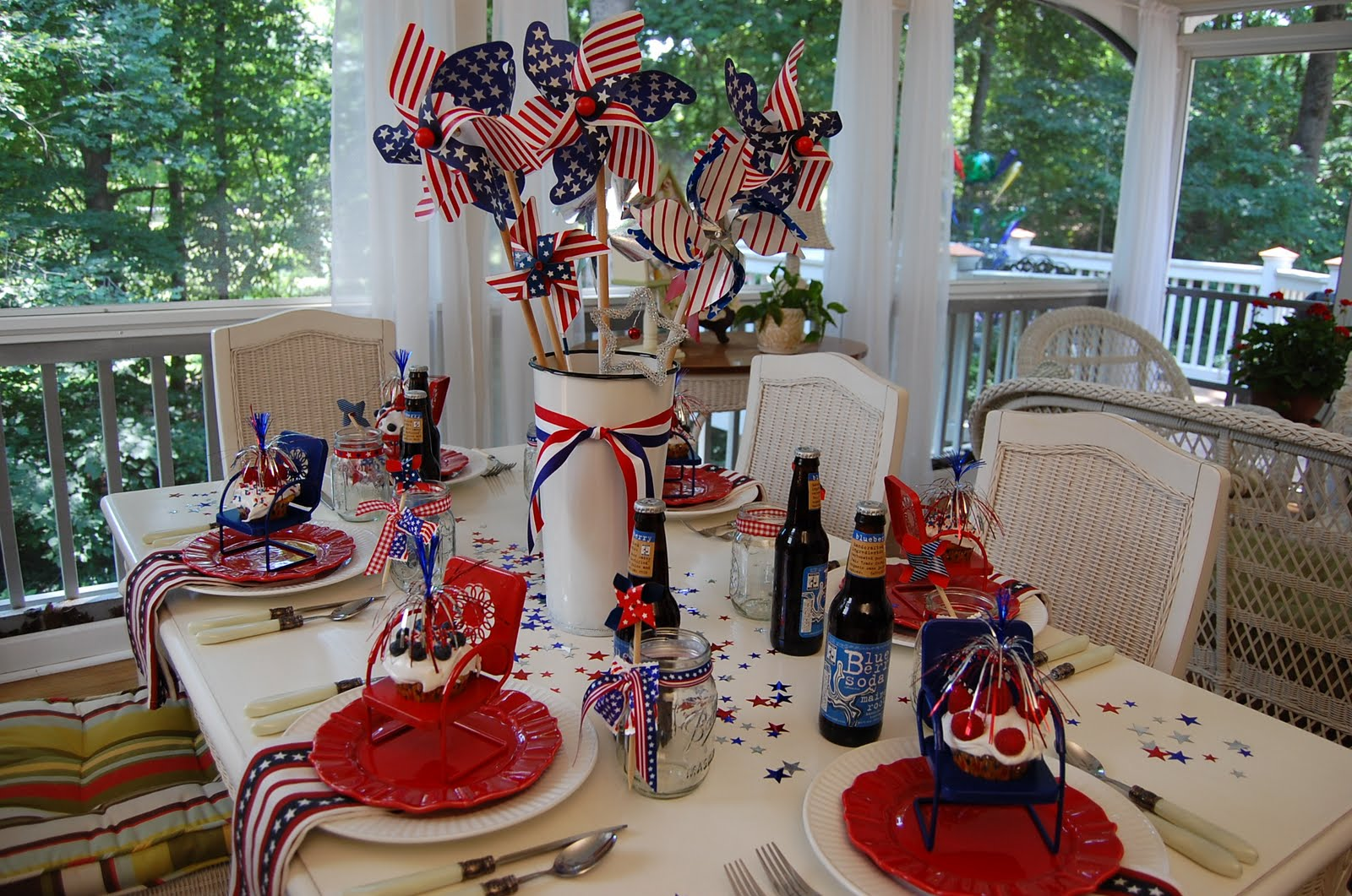 Get Inspired- Take a Look at These 10 Patriotic Outdoor Tables lantered checkered plaid navy napkins rustic diy easy budget2