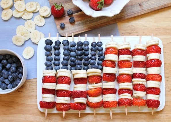 So Easy! Make these American Flag Party Fruit Skewers for July 4th party bbq picnic strawberries bananas blueberries snack healthy diet dessert easy1