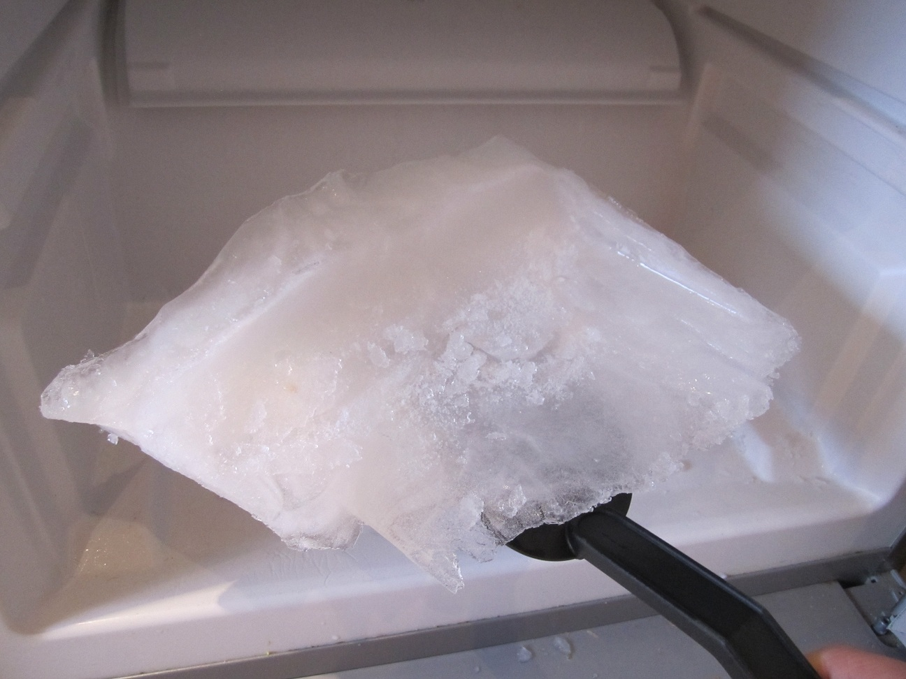 How to Declutter Your Freezer! containers cleaning baking soda organize frozen food1
