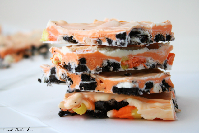 Halloween Treats- Candy Corn Cookie Bark oreo chocolate white halloween fall treat2