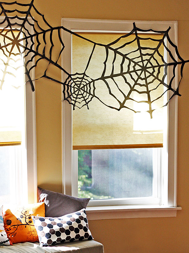 Quick and Easy Halloween Decor! snake wreat print out images pumpkin mod podge easy budget quick decor spooky creepy dollar store11