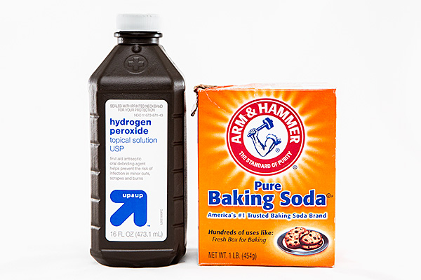 The Easy Way to Clean Burnt Pots and Pans Without Scrubbing! baking soda vinegar hydrogen peroxide8