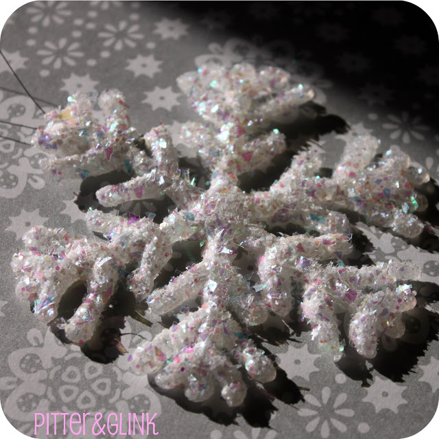 Christmas DIY: Adorable Glittery Glue Gun Snowflakes2