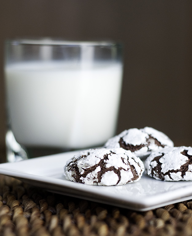 Easy Chocolate Snowcap Cookies2