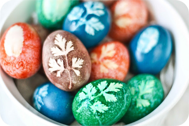 How to Decorate Easter Eggs Using Herbs and All-Natural Vegetable Dyes!10