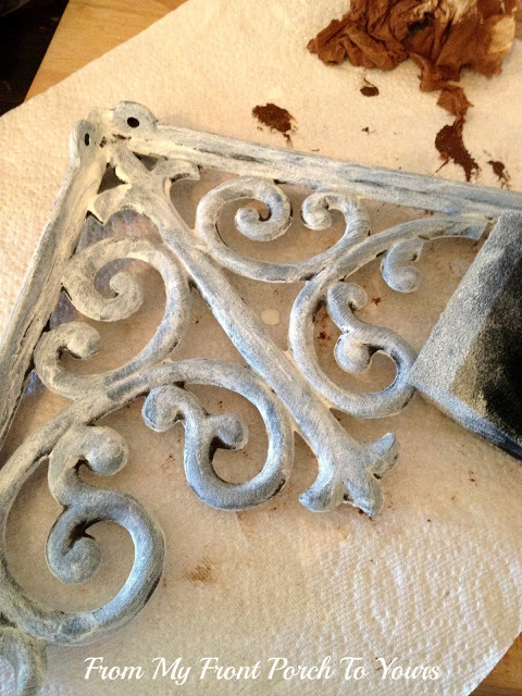 Shabby Chic DIY: Make Your Brand New Iron Brackets Old and Rusty2