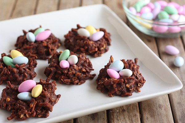 Super Easy Easter Nests Made With Peanut Butter, Chocolate, and Noodles!2