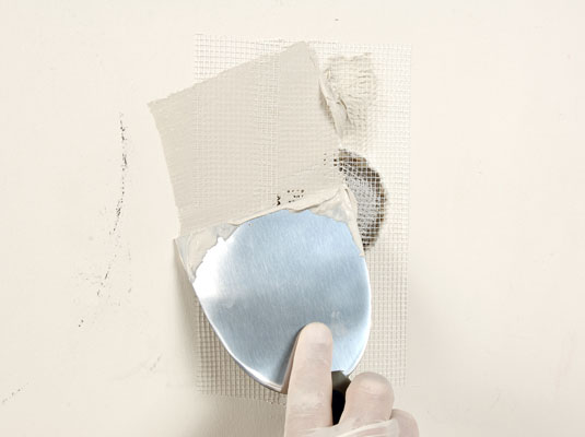 DIY Home Repair: How to Fix Drywall Holes Yourself for Cheap! home repair easy budget do it yourself spring cleaning home old house wall fix budget construction remodelling7