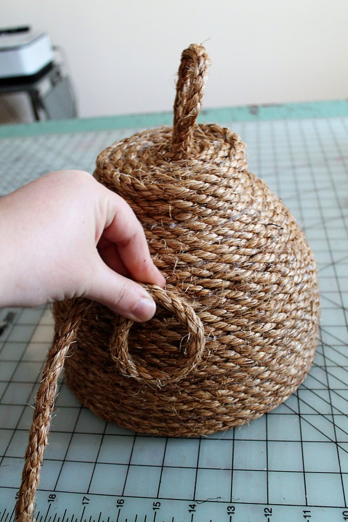 DIY: Make this Super Cute Beehive for Your Front Porch for Under $10! summer patio decor ideas spring beehive bbq pinterest project glue gun cheap budget rustic country rope twine easy6