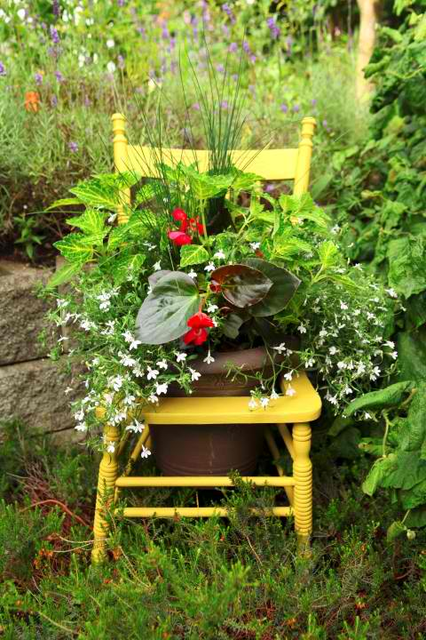 Gardening DIY: Turn a Thrift Store Chair Into a Cute Shabby Chic Inspired Planter! spring mother's day craft project gardening easy plants flowers gift present poem sugar hero cheap budget pinterest do it yourself garage sale6